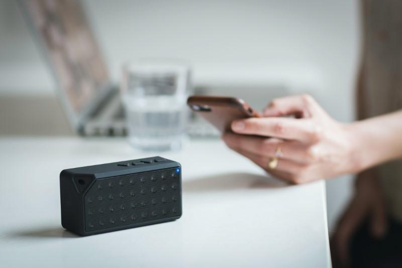 Puoi utilizzare altoparlanti Bluetooth in ufficio, in spiaggia, in bagno, ...